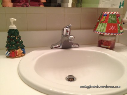 Even the kid's bathroom has some Christmas spirit!